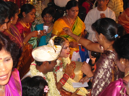 Hindu_wedding_blessing_of_bride_2